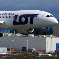 Boeing 787 flight tests new battery system