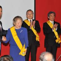 Mexican President Enrique Pena Nieto (left) bestows the Mexican Order of the Aztec Eagle on (from left) Sadako Ogata, Takashi Yamanouchi and Hirofumi Nakasone during a ceremony at the Mexican Embassy in Tokyo on April 10. | YOSHIAKI MIURA