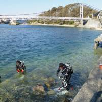 Tankless task: Divers search Jan. 7 for a Type 4 Chi-To army tank that was believed sent to the bottom of Lake Hamana in Hamamatsu, Shizuoka Prefecture, in August 1945. | KYODO