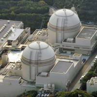 Online: Reactors 3 (lower) and 4 at Kansai Electric Power Co.'s plant in Oi, Fukui Prefecture, have been operating since July. | KYODO