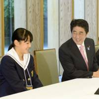 Guest appearance: Prime Minister Shinzo Abe chats with junior high school students from Fukushima Prefecture on Saturday at the prime minister's office in Tokyo. | KYODO
