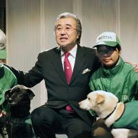 Cross-border healer: Therapy dog trainer and musician Toru Oki poses for a photo Feb. 19 during a recent trip to Seoul. | KYODO