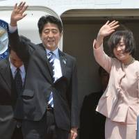 Abe starts four-nation trip; sets off for Russia