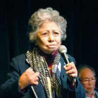 Firsthand account: Shigeko Sasamori, who survived the 1945 atomic bombing of Hiroshima, speaks at the Brooklyn Friends School in New York on Monday. | KYODO