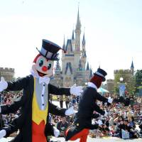 Perpetual crowd-pleasers: Children wave to Disney characters during a press preview of a parade Thursday at Tokyo Disneyland in Urayasu, Chiba Prefecture. | YOSHIAKI MIURA