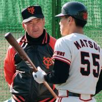 Lesson from the legend: Yomiuri Giants manager Shigeo Nagashima, who hit 444 home runs during his career, speaks to rookie slugger Hideki Matsui during the 1993 season. | KYODO
