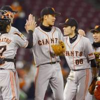 Sakamoto grand slam powers Giants in rout