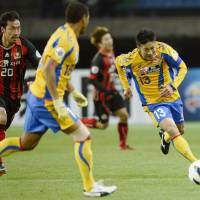 Midweek hero: Atsushi Yanagisawa of Vegalta Sendai (13) has the lone goal in an Asian Champions League match against FC Seoul on Wednesday in Sendai. | KYODO
