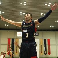 Making an effort: Guard Minoru Kimura, seen playing defense earlier this season, has helped the Yokohama B-Corsairs set a franchise record with 32 victories this season. | KAZ NAGATSUKA