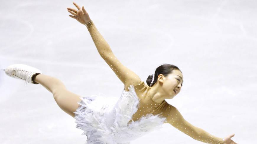 Disappointing result: Two-time world champion Mao Asada places fifth in the women's singles competition at the World Team Trophy. | KYODO