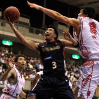 Quality scorer: Yokohama's Masayuki Kabaya is averaging 12.6 points per game for the second-year franchise. | YOSHIAKI MIURA