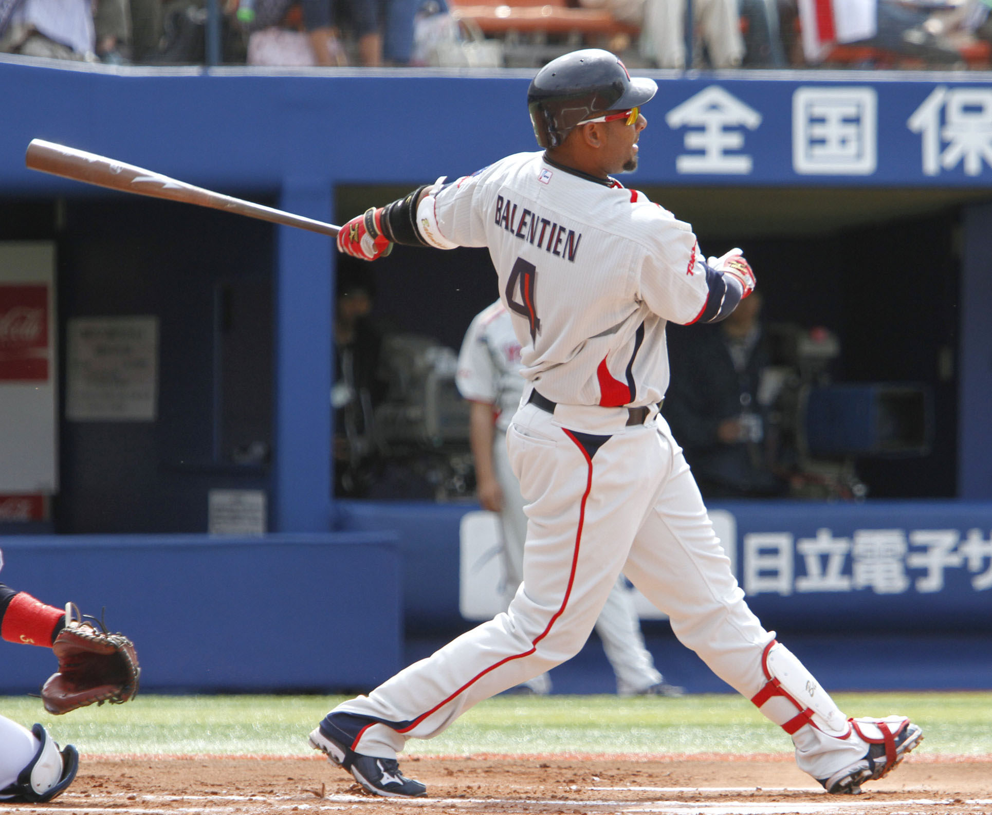 Key veteran: The Tokyo Yakult Swallows expect Wladimir Balentien (pictured) to be one of their top run producers this season. Balentien has been working his way back into shape after sustaining a groin injury during the World Baseball Classic. | KYODO