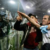 'From the heart': Lazio forward Paolo Di Canio gestures toward fans at the end of a match against Roma at Rome's Olympic stadium in January 2005. Di Canio was named the new coach of Premier League strugglers Sunderland on March 31, a move that led to the resignation from the club's board of former Foreign Minister David Miliband.   AFP-JIJI