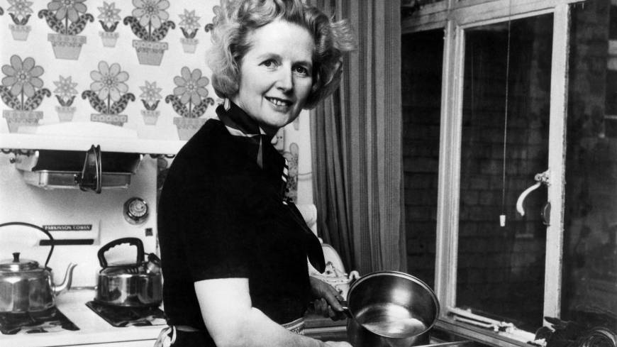 Margaret Thatcher poses at her London home following her February 1975 election as Conservative Party leader. | AFP-JIJI
