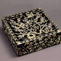 On the wealthy side: A mother-of-pearl inlaid sewing box (19th century).   COURTESY OF THE KORYO MUSEUM OF ART