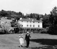 Charlie Chaplin and his wife, Onna, take a walk in the garden of his home in Corsier-sur-Vevey in western Switzerland in this undated photo. (Below) The 19th-century manor is set to be turned into a museum dedicated to the great actor, who died in 1977. | COURTESY OF YVES DURAND / KYODO