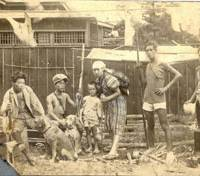 Henry Mittwer (third from left), stands beside his mother, flanked by his two brothers and two neighbors, who are armed with spears and rifles right after Yokohama was devastated in the Great Kanto Earthquake of 1923. (Below) Mittwer with his mother in a photo taken when he was 5. | COURTESY OF HENRY MITTWER