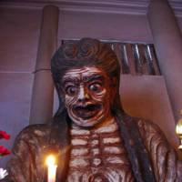 Hag out of hell: A 19th-century sculpture of flesh-stripping Datsueba, ghoul of the Buddhist underworld, stands at Taisouji Temple in Shinjuku 2-chome, Tokyo. | LILLY FIELDS PHOTO