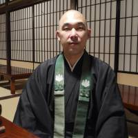 Tour leader: Buddhist monk Tetsuya Urakami, whose 'A Death-experiencing Journey' workshops in a Tokyo temple are especially popular with women in their 20s and 30s. | TOMOKO OTAKE PHOTO