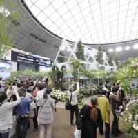In bloom: Nature lovers visit last year's International Roses & Gardening Show at Seibu Dome in Saitama Prefecture.