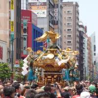 Back and forth: A crowd carries a mikoshi (portable shrine) during a previous Sanja Matsuri. The festival attracts around 2 million visitors. | HIDEYUKI KAMON
