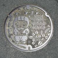A municipal manhole cover cutely reflect local pride in the Mie Prefecture city's heritage.   MANDY BARTOK
