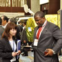 Networking: Attendants at the two-day Japan Sustainable Mining, Investment and Technology Business Forum (J-SUMIT) on how to utilize Africa's natural resources exchange information Thursday on the sidelines of the Minato Ward event.   KYODO