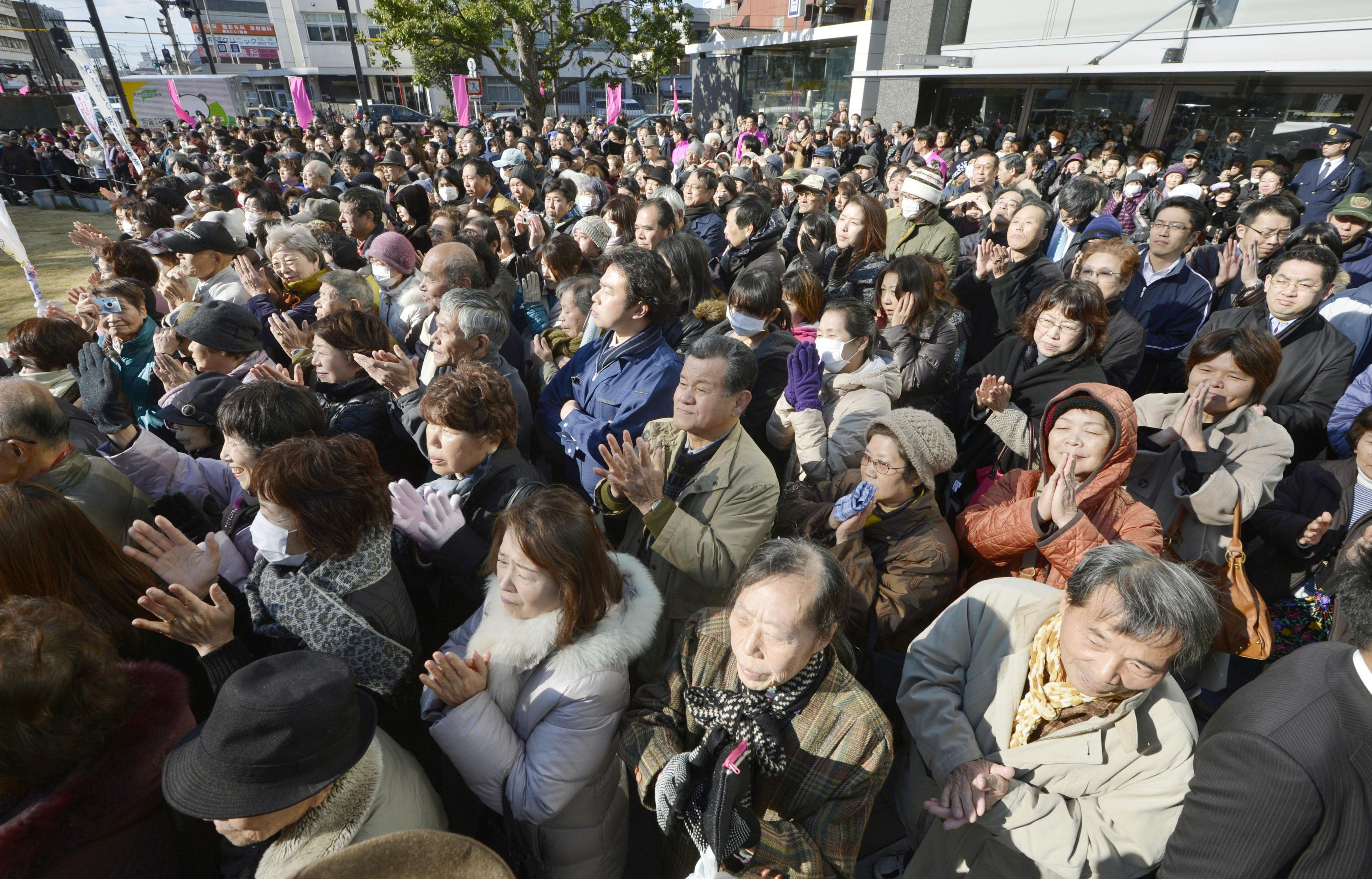 Warmly received: Kansai voters applaud after listening to a candidate running in Sunday's Lower House election give a speech in Nishinari Ward, Osaka, last Thursday.   KYODO