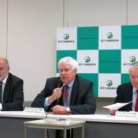 Nuclear talk: Former U.S. Nuclear Regulatory Commission Chairman Richard Meserve addresses a news conference Friday in Tokyo alongside ex-French Nuclear Safety Authority chief Andre-Claude Lacoste (right) and Mike Weightman, executive head of Britain's Office of Nuclear Regulation. | KAZUAKI NAGATA