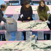 An election administration commission counts votes Sunday in Minato Ward, Tokyo.   KYODO