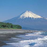 Cultural asset: Mount Fuji is seen from the Miho-no-Matsubara pine grove in the city of Shizuoka. | CULTURAL AFFAIRS AGENCY/KYODO