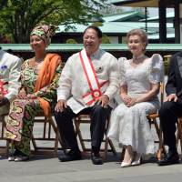 Foreign dignitaries honored with spring decorations