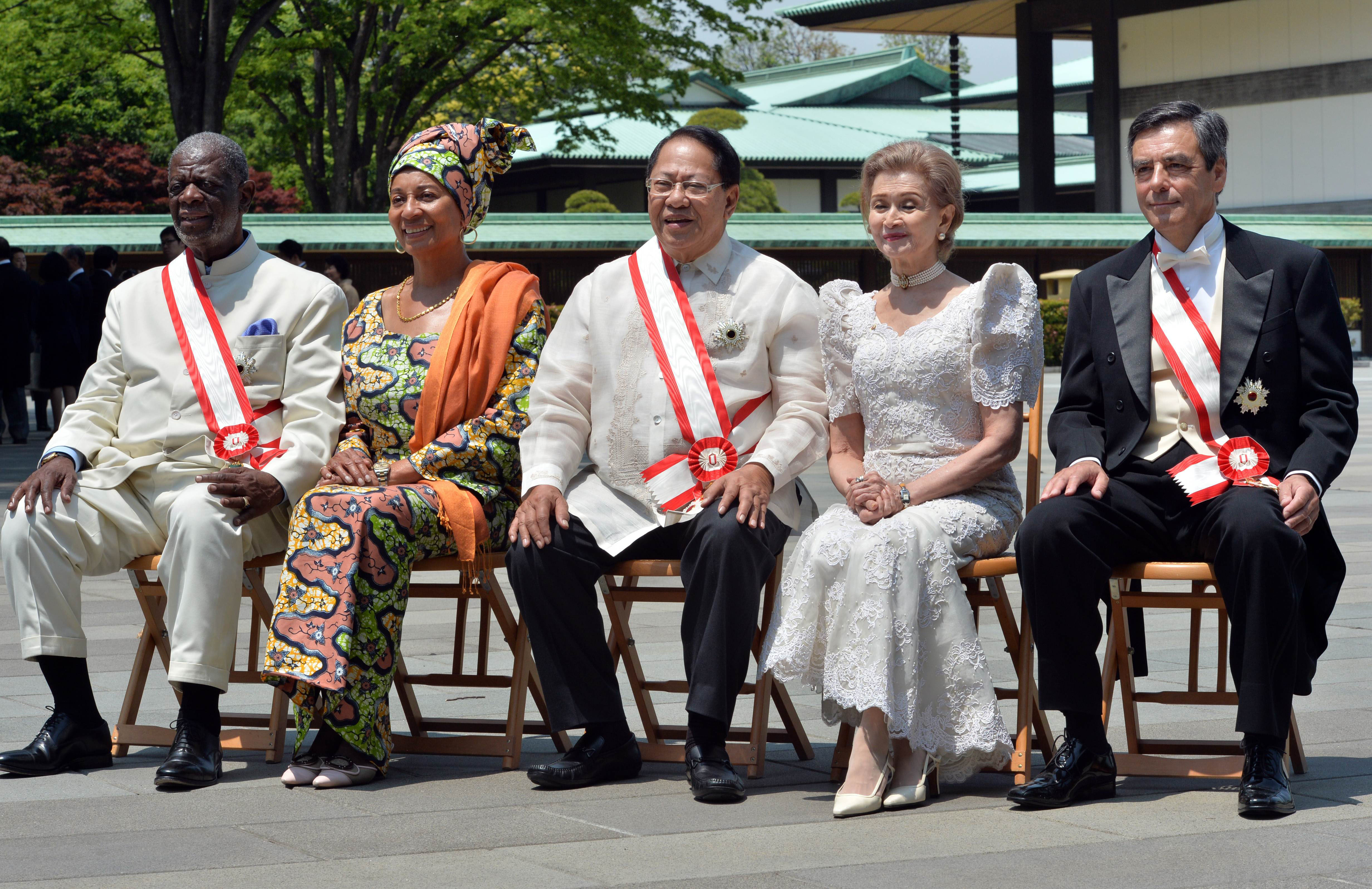 Honored: Former French Prime Minister Francois Fillon (right) poses for photos with former Philippines Senate President Edgardo Angara (center), his wife, Gloria Manalag (second from right), former Namibian Prime Minister Theo-Ben Gurirab (left) and his wife, Joan Guriras, after receiving the Grand Cordon of the Order of the Rising Sun in Tokyo on Thursday.   AFP-JIJI