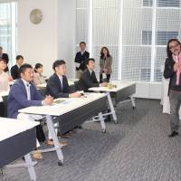 Early learners: Local revitalization expert Hima Furuta conducts a 7:30 a.m. class at Nagoya Morning University in an office building near Nagoya Station last month.    CHUNICHI SHIMBUN