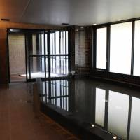 The large bathing area is one of the dorm's popular facilities. | SATOKO KAWASAKI