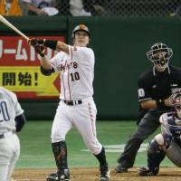 We've seen this before: Giants catcher Shinnosuke Abe smacks a three-run home run in the third inning off Lions pitcher Ryoma Nogami at Tokyo Dome on Friday. Yomiuri defeated Seibu 7-2. | KYODO