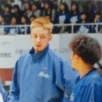 Experience is key: Kazuya 'J.' Hatano (left), taking a well-earned break, brought championship experience to the Shimane Susanoo Magic roster and a commitment to defense and rebounding that all coaches are searching for. | YUMI MORIYAMA