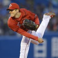 Fish out of water: Carp pitcher Bryan Bullington isn't getting much run support. | KYODO
