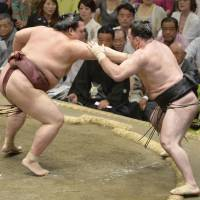 No match: Kisenosato competes against Aran during the Summer Grand Sumo Tournament on Wednesday. | KYODO
