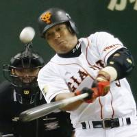 The difference: The Giants' Jose Lopez smacks a solo home run in the seventh inning against the Carp on Sunday at Tokyo Dome. Yomiuri defeated Hiroshima 1-0. | KYODO