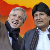 Aid rage: Bolivian President Evo Morales (right) and Vice President Alvaro Garcia Linera attend May Day celebrations in La Paz on Wednesday. | AFP-JIJI