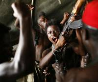 Ready to rumble: Director Jean-Stephane Sauvaire's cast of children in his film drama 'Johnny Mad Dog' draw on their own real experiences as child soldiers in Liberia. | © 2008 MNP ENTERPRISE EXPLICIT FILMS