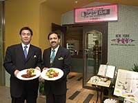 The managers of Bombay Club, Kazuyuki Aoki and Jagdish Punjabi, invite customers to enjoy fine Indian dining. | JT: YOSHIAKI MIURA PHOTOS