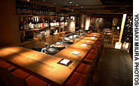 The Shunju group pulls out all the stops for its new restaurant Shunju Tsugihagi in Hibiya, which features its trademark mix of modern and traditional interiors and cuisine.