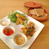 Proving that macrobiotic dining can be cheerful and fun, J's Kitchen in Hiroo serves up an adventurous menu created by owner Kumiko Ueki.
