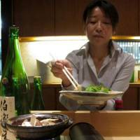 The counter is tended by owner Chiaki Fujita.