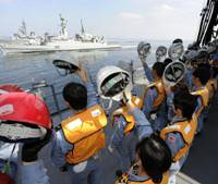 Ocean waves: Crew members aboard the Japanese Maritime Self-Defense Force's fleet-support ship Mashuu bid farewell to a Pakistan Navy vessel after a refueling operation in the Indian Ocean on Jan. 15, 2010. That day, the law authorizing such missions supporting U.S.-led antiterrorism operations in Afghanistan over the previous eight years finally expired. | KYODO PHOTO