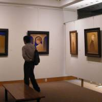 Night view: Customers take the opportunity to look at paintings during last year's Gallery Night Party. | GALERIE TAMENAGA