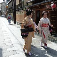 A world of flowers and willows in Kyoto's geisha districts