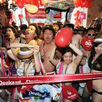 Lure of free threads gets Tokyo shoppers to strip down for Desigual